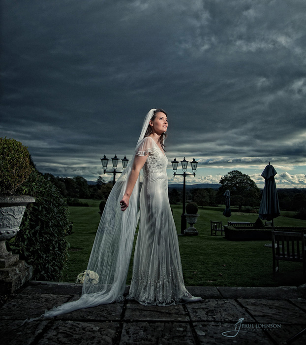 Moody bride portrait, an example with off camera flash