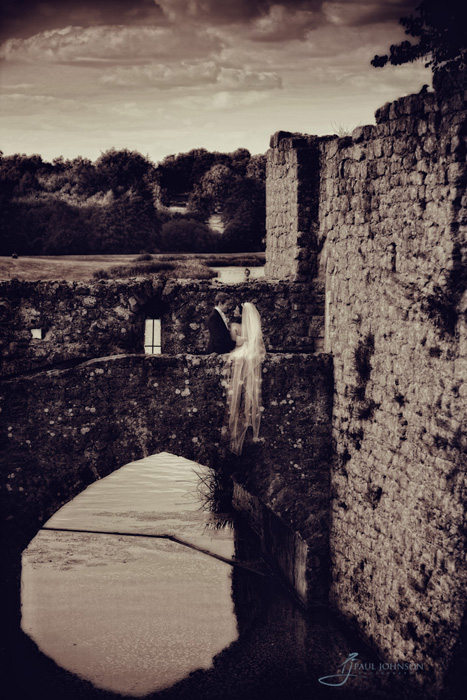 Leeds_Castle draw bridge bride & groom portrait