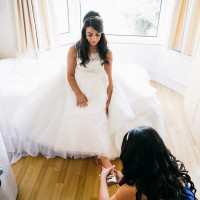 bride putting on her shows