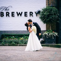 Bride & groom kissing atthe Brewery