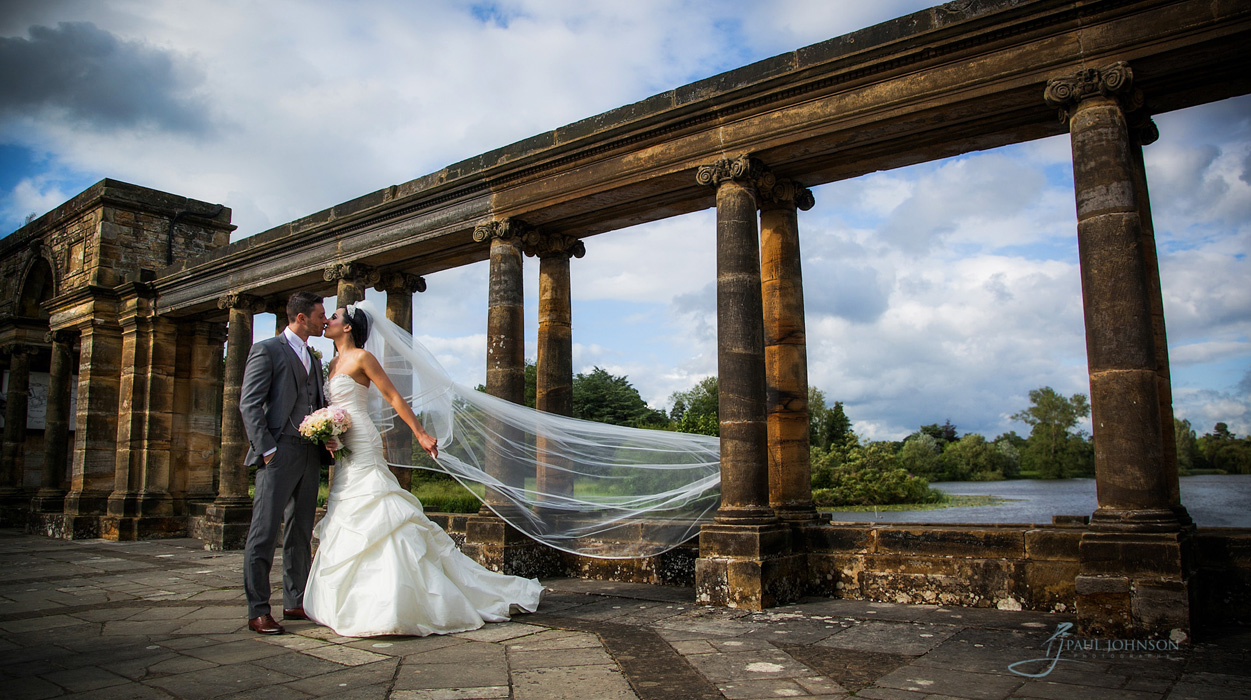 Bride & groom the Logia at Hever Castle